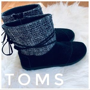 TOMS winter boots with soft material inside